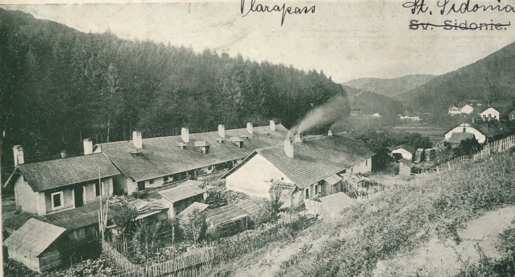Pohled na sklářskou kolonii na počátku 20. století